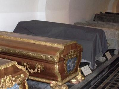 4 2 1 7 Jelgava Sarkofagai