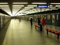 Határ út Metro Station