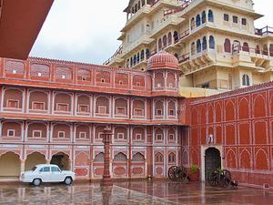 India Tiger Safari & The Fort Tour