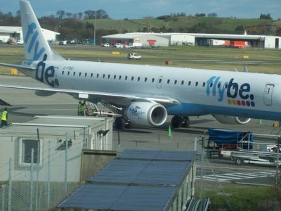 A Flybe Embraer 195