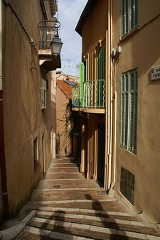 Le Suquet Neighbourhood In Cannes - Narrow Street View