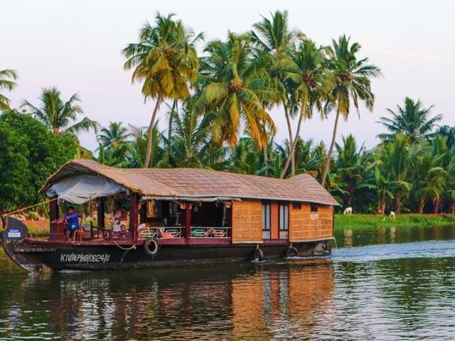 Enjoy the Beauty of Kerala Photos