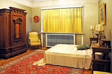 Pelişor Castle - Guest Bedroom