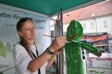 Umbrela Verde Amplasat In Piata Mare Din Sibiu