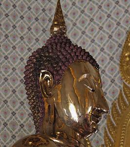 Wat Trimitr Closeup