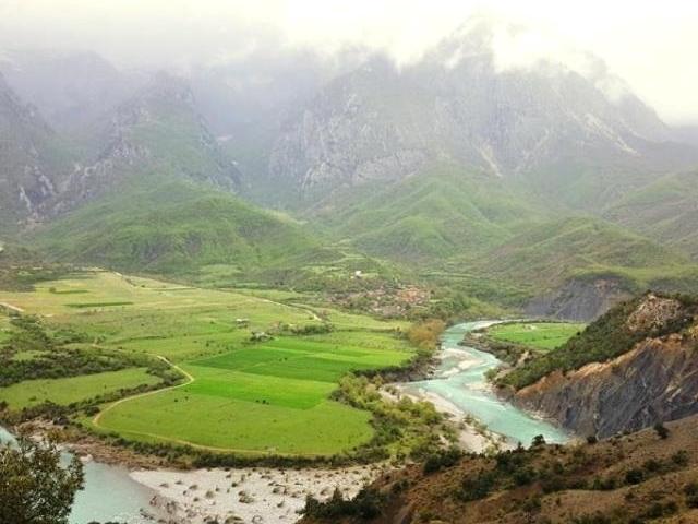 Trekking, Natura e Gastronomia a Permet Photos