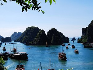 Discover Halong Bay on Luxury Cruise of 5 Stars