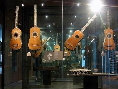 17th Century Guitars At Cité De La Musique
