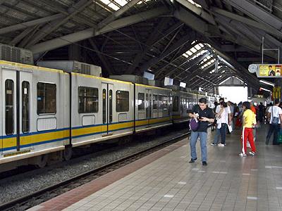 LRT1  Monumento  Station