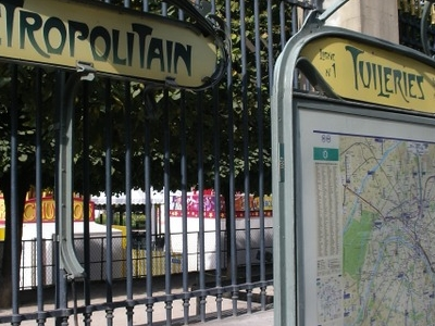 Traditional Paris Métro Signage