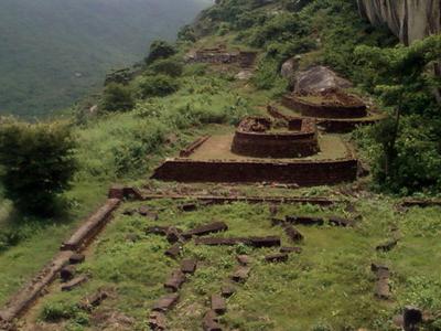 Gurubhaktulakonda Buddhist Monastery Remnants