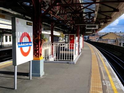 Ravenscourt Park (westbound Platform)