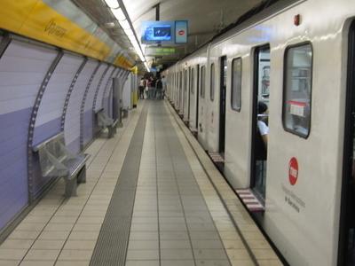 Urquinaona Station Platforms