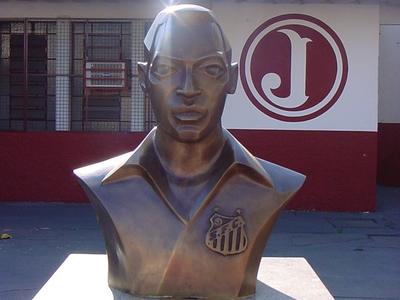 Pelé Bust On Rua Javari