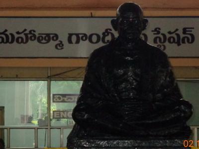 Mahatma  Gandhi  2 7s Statue
