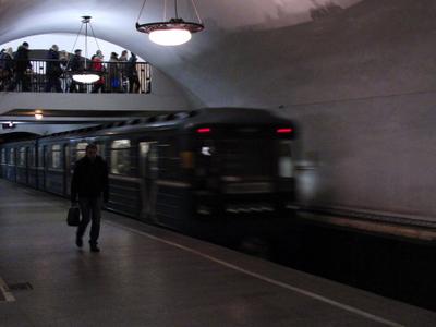 Station Platform Wit Incoming Train