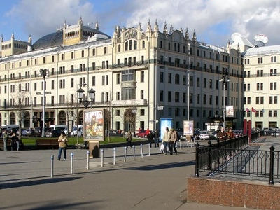 Hotel Metropol And Revolution Square