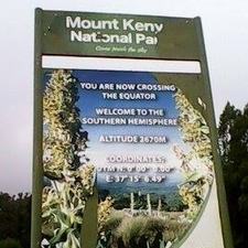 Equator Sign Bord Mt Kenya