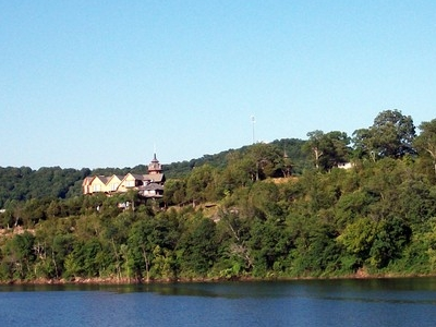 Castle Rogue's Manor On The Shores Of Table Rock Lake