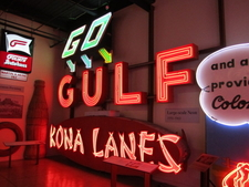 The Surviving KONA LANES Section Of The Sign