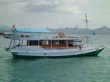 Kapal Angkutan Wisata Taman Nasional Komodo