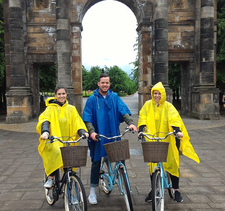 Sightseeing Glasgow By Bike 3 Ozzies With Ponchos Resized Cropped