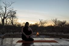 Deck Eva Yoga Safari Namibia