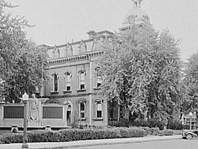 Adams  County  I N  Court  House  1 9 3 5