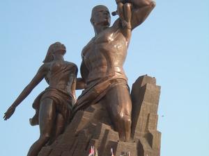 Renascimento Africano Monumento