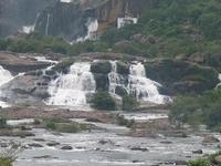 Agasthiyar Falls y Templos