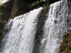 Aleksupite Cascada
