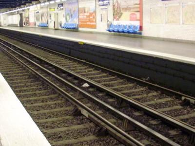 Line 10 Platforms At Avenue Émile Zola