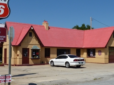 Baxter  Springs  Independent  Oil And  Gas  Service  Station