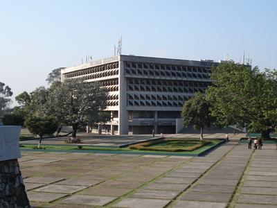Biblioteca Y  Plaza