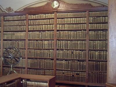 Bibliothek Kalocsa