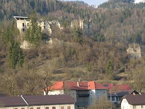 Montaña ruinas huérfanos
