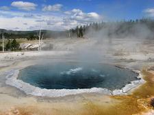 Crested Pool - Yellowstone - USA