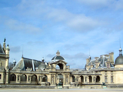 Chateau De Chantilly In Town