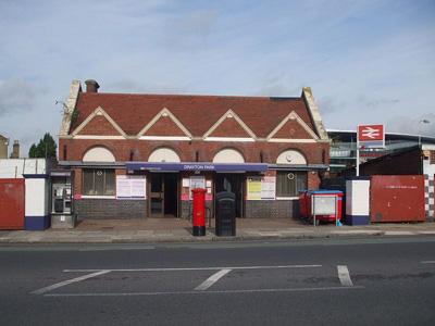 Drayton Park Railway Station