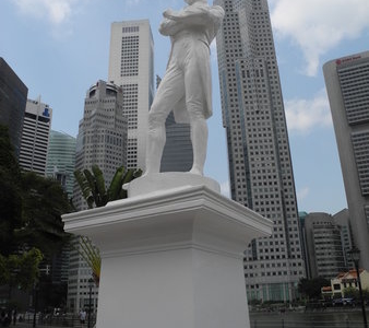 Raffles Statue At Boat Quay - Singapore