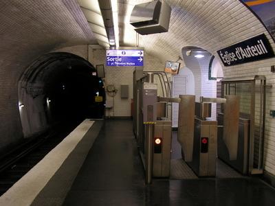 Église D'Auteuil Station