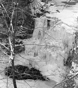 Frozen Hayden Run Falls - Dublin OH