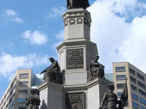 Michigan Soldados y Marineros Monumento