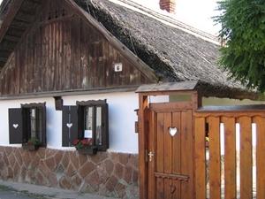 Gari Margit Memorial House y House Music