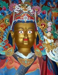 Guru  Rinpoche     Padmasambhava Statue