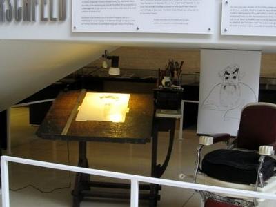 Hirschfeld Desk