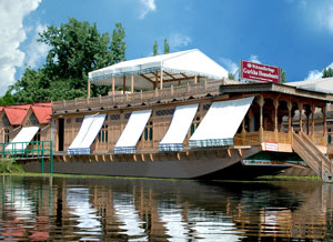 WelcomHeritage Gurkha Houseboats