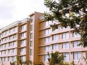 Park Plaza Royal Palms Hotel