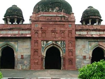 Isa Khans Mosque