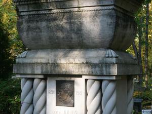 Raadi Cemitério